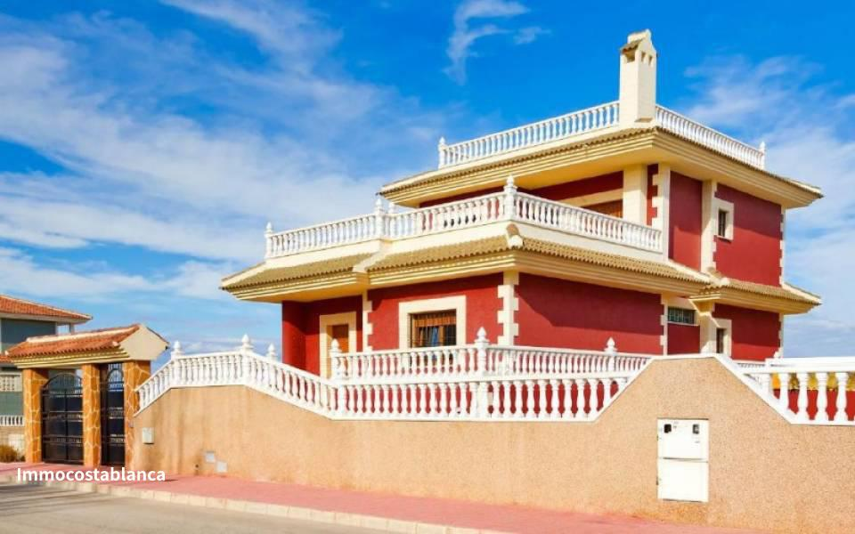 Villa in Torrevieja, 400,000 €, photo 1, listing 10778328
